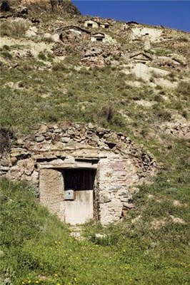 Pequeña ermita en cueva