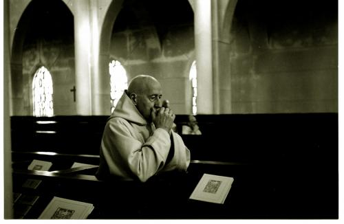 Monje Trapense en oración